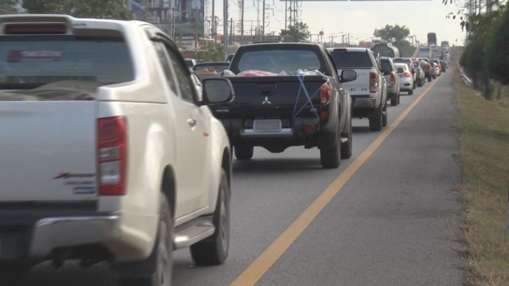 ถนนมิตรภาพรถเอี้ยด! ชะลอตัวช่วงทางขึ้นเขา อ.ปากช่อง โคราช คาดช่วงบ่ายปริมาณรถหนาแน่นขึ้นอีก