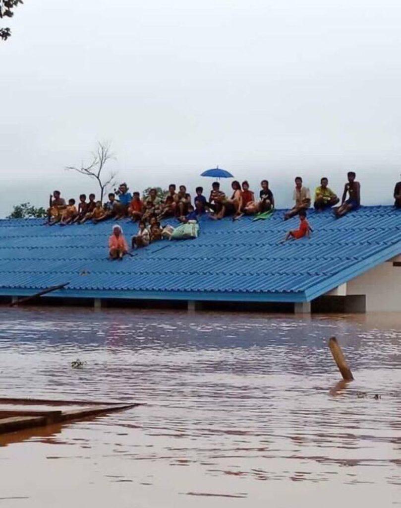ลาวสั่งปชช.อพยพด่วน! หลังสันเขื่อนแตก น้ำ 5,000 ล้านตันทะลักท่วมบ้านเรือน