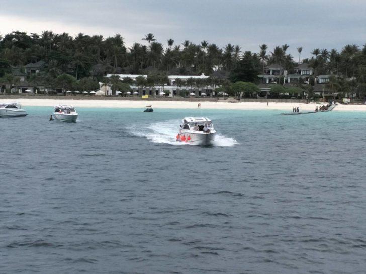 จังหวัดภูเก็ต-ทัพเรือภาค 3 ส่งเรือรับนักท่องเที่ยว เกาะราชาใหญ่-เกาะพีพี