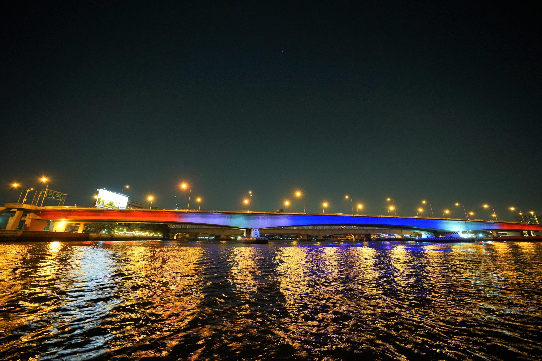 ทางหลวงชนบทเปิดไฟประดับ 10 สะพานแม่น้ำเจ้าพระยา เนื่องในโอกาสมหามงคลพระราชพิธีบรมราชาภิเษก ร.10