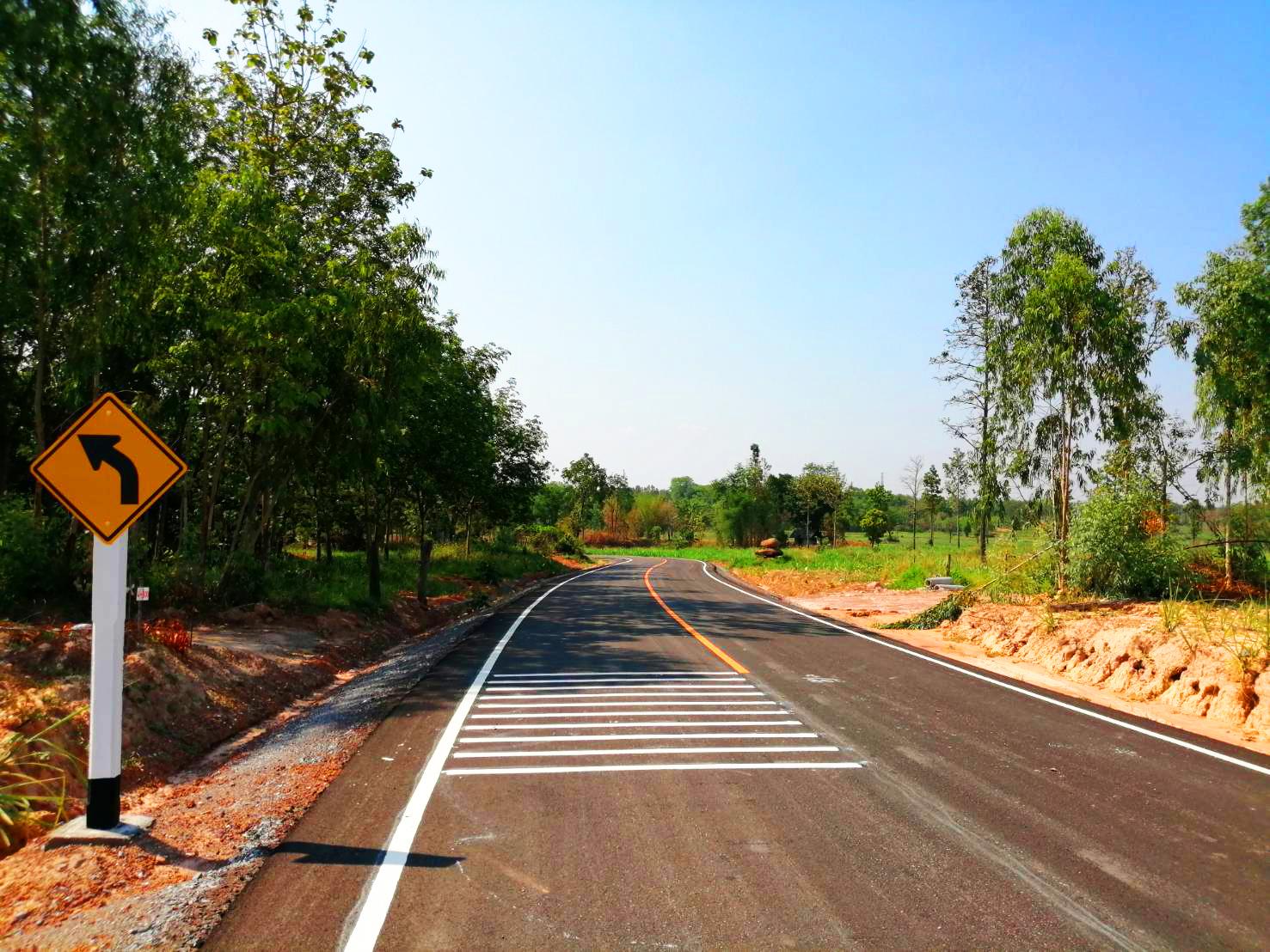 ตัวช่วย! กรมทางหลวงชนบทบรรเทาความเดือดร้อนช่วงฤดูแล้ง-ฝน สร้างถนนเชิงลาดสะพานข้ามลำน้ำลำพะเนียง จ.หนองบัวลำภู เสร็จแล้ว