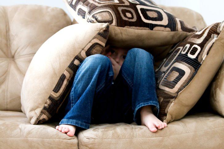 พ่อแม่ควรแก้อย่างไร เมื่อลูกเป็นเด็กขี้กลัว