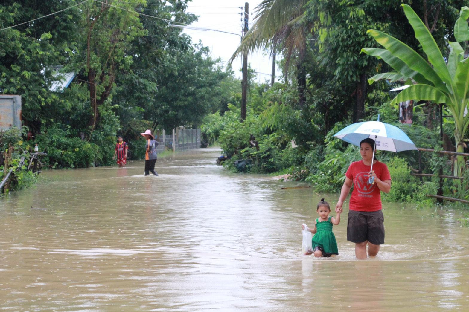 กระทรวงแรงงานตั้งศูนย์ช่วยเหลือผู้ประสบภัยน้ำท่วม พร้อมส่งทีมบรรเทาความเดือดร้อนเบื้องต้น