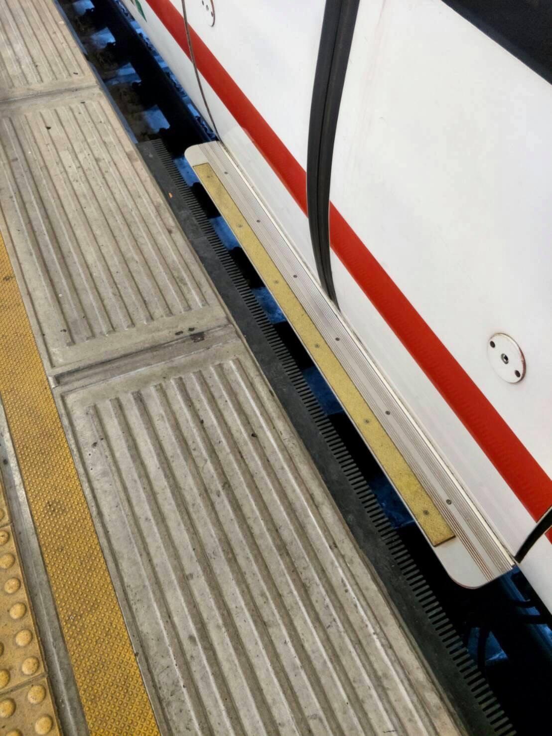 เมดอินไทยแลนด์! แอร์พอร์ต เรล ลิงก์ ติดตั้งแผ่นยางปิดช่องว่างชานชาลา-ประตูรถไฟฟ้าครบแล้วทุกสถานี