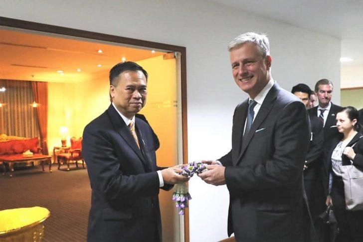 """""""ผู้แทนสหรัฐ-ผู้นำญี่ปุ่น"""" เดินทางถึงไทย เตรียมร่วมเวทีอาเซียนซัมมิตในวันพรุ่งนี้"""