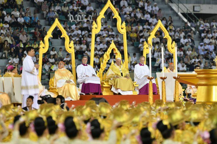 พระสันตะปาปาทรงประกอบพิธีมิสซา ชาวคาทอลิกกว่า 5 หมื่นคนเข้าร่วม