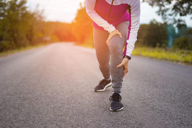 วิ่งแล้วปวดเข่า อย่าโทษรองเท้า ต้องปรับท่าวิ่งให้ถูกต้อง