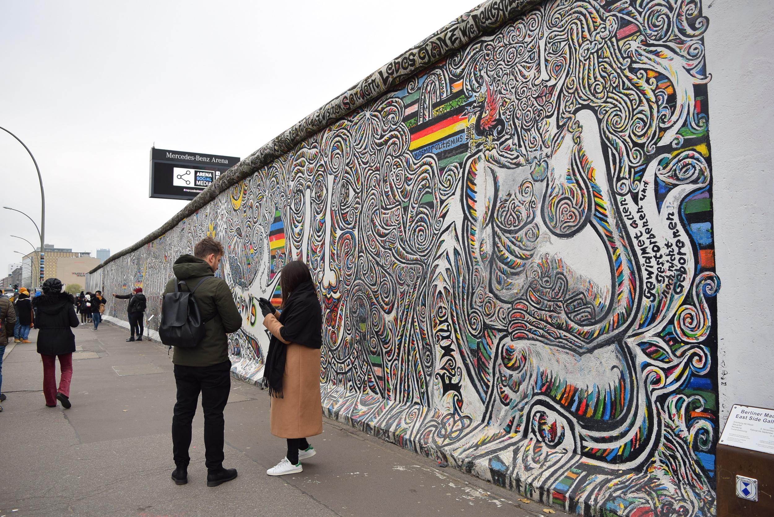 """30 ปี หลัง """"กำแพงเบอร์ลิน"""" ล่มสลาย  อดีตแสนขมขื่นกลายเป็นมรดกล้ำค่าของชาวเยอรมัน"""