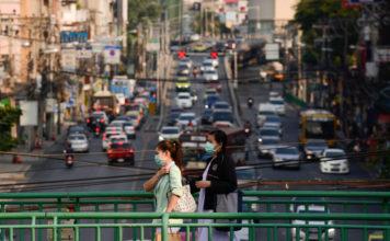 ฝุ่นละออง ฝุ่งกรุงเทพฯ คนเดินถนน