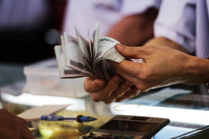 """คลังแจก """"ของขวัญปีใหม่"""" คนไทย แบงก์คืนเงินลูกค้าดี-ประกันรถคุ้มครอง1ล้าน"""