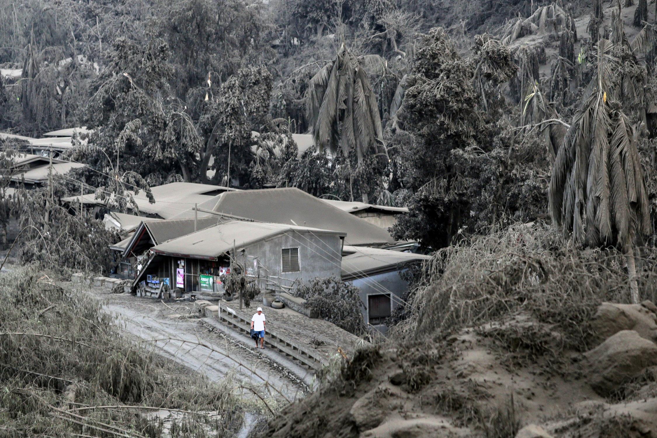 """""""ภูเขาไฟตาอัล"""" ระเบิดรุนแรง """"ฟิลิปปินส์"""" เร่งอพยพครึ่งล้าน"""