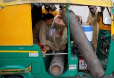 """โควิดพันธุ์ใหม่ถล่ม """"อินเดีย"""" สั่งลดภาษีนำเข้า """"ออกซิเจน"""" 0%"""