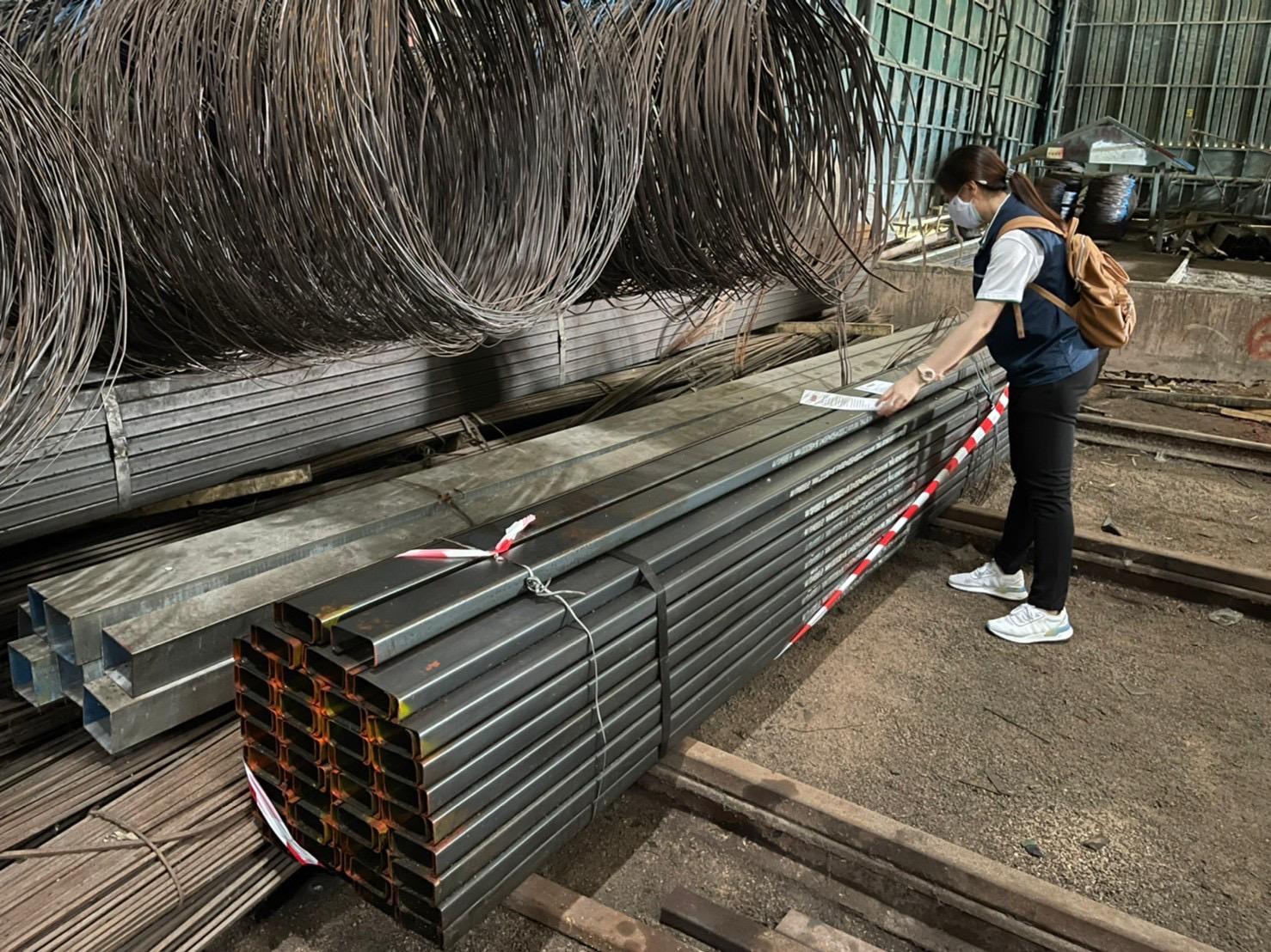 สมอ. บุกทลายโรงงานเหล็กไม่มีใบอนุญาตยึด 480 ตัน มูลค่ากว่า 8.6 ล้าน – เศรษฐกิจ