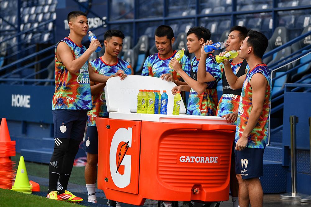 """ซันโทรี่ฯ ส่ง """"เกเตอเรด"""" หนุนทีมบุรีรัมย์ ยูไนเต็ด เจาะสายกีฬาชาวอีสาน – ธุรกิจ"""